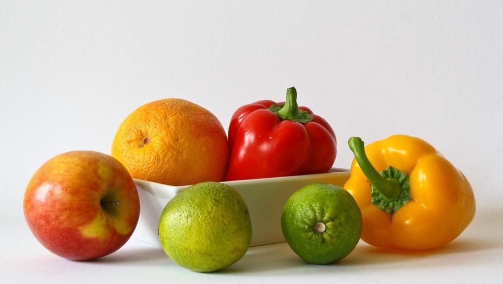Овощи и фрукты насыщенных оттенков. Цвета плодов значительно повысят ваше состояние духа. Находящиеся в них вещества нормализуют процесс кровообращения. Это способствует увеличению количества кислорода.