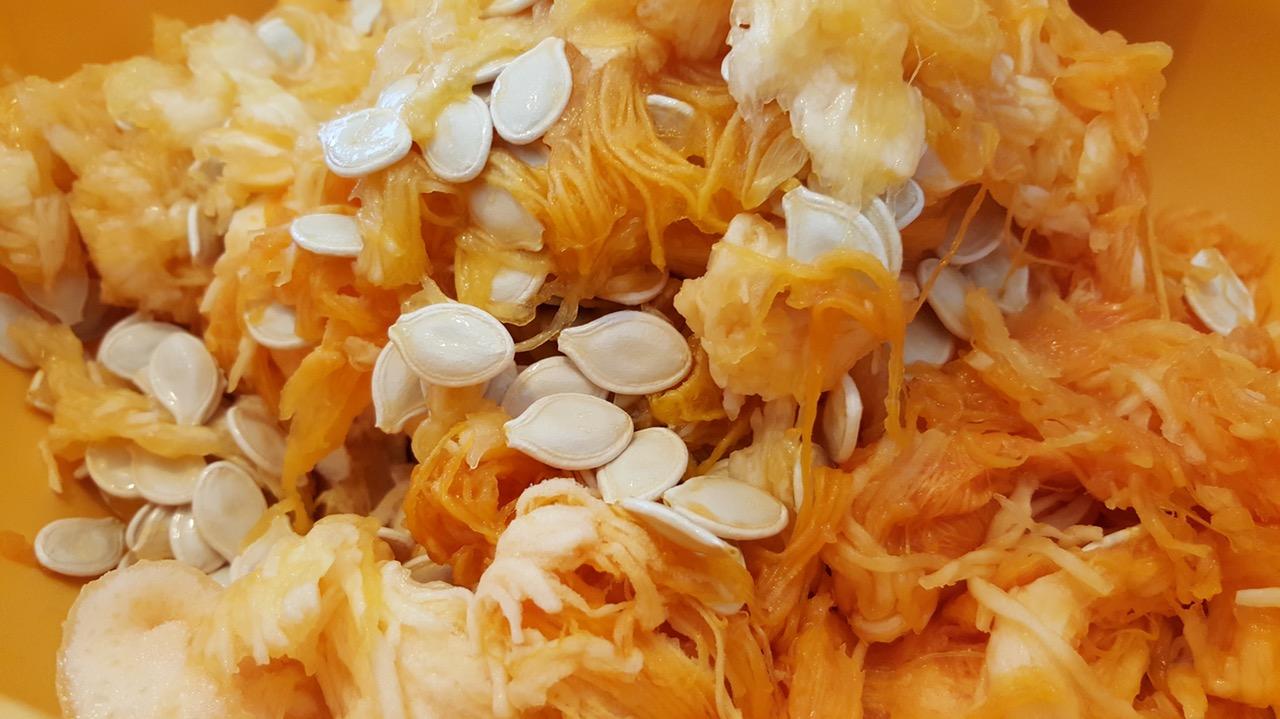 Какие продукты богаты полезным селеном? Достаточное количество селена содержится в семенах тыквы, бразильском орехе, тунце, утиной и куриной печени, фисташках, ячневой крупе, фасоли, чечевице.